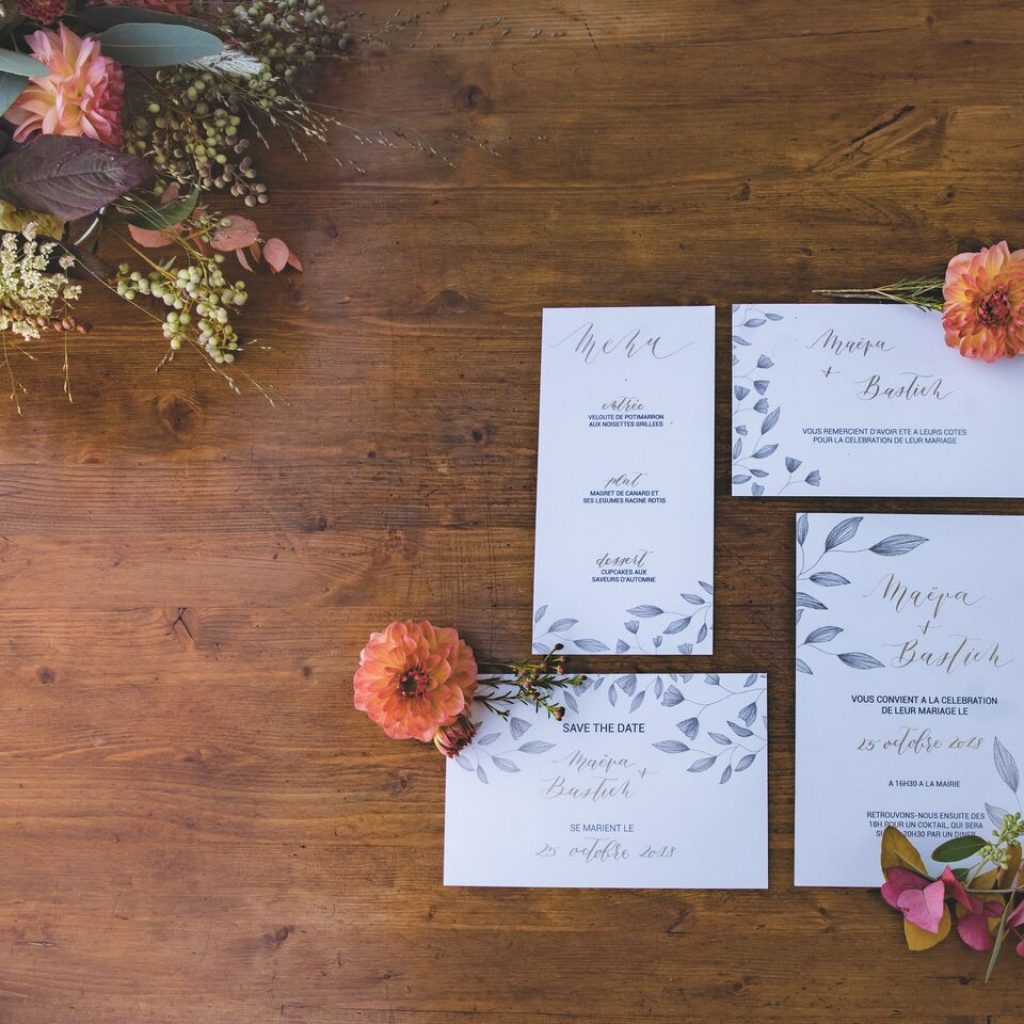 inspiration-mariage-douceur-automne-papeterie-artisanale-calligraphie-or-save-the-date-menu-faire-part-remerciements