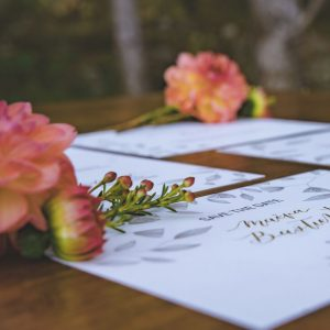 inspiration-mariage-douceur-automne-papeterie-save-the-date-calligraphie-or-illustration-florale
