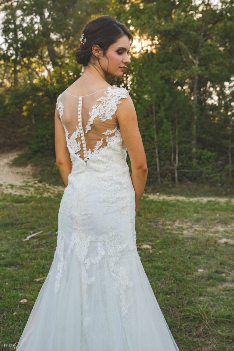 inspiration-mariage-douceur-automne-tenue-mariee-robe-dentelle-details-dos