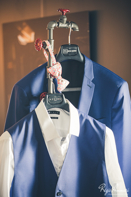 costume-marie-bleu-detail-noeud-papillon