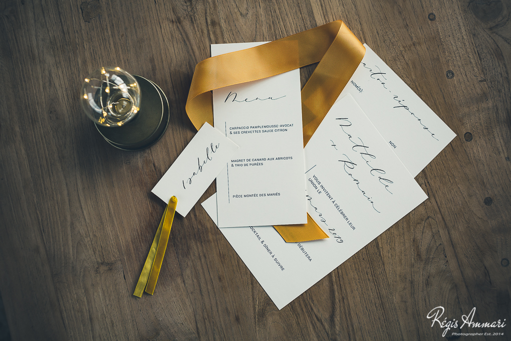 papeterie-mariage-calligraphie-marqueplace-menu-fairepart-rsvp-moutarde-neutral-minimaliste