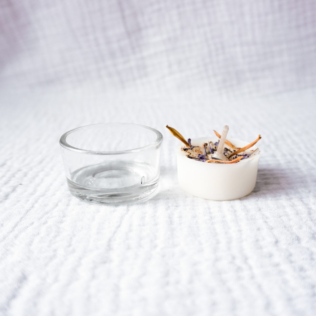 mini-bougie-naturelle-cire-soja-fleurs-sechees-artemis-godet-verre