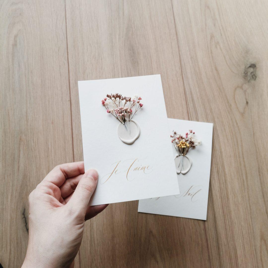 petit-mot-calligraphie-fleurs-sechees-cachet-cire-je-taime-joyeux-noel