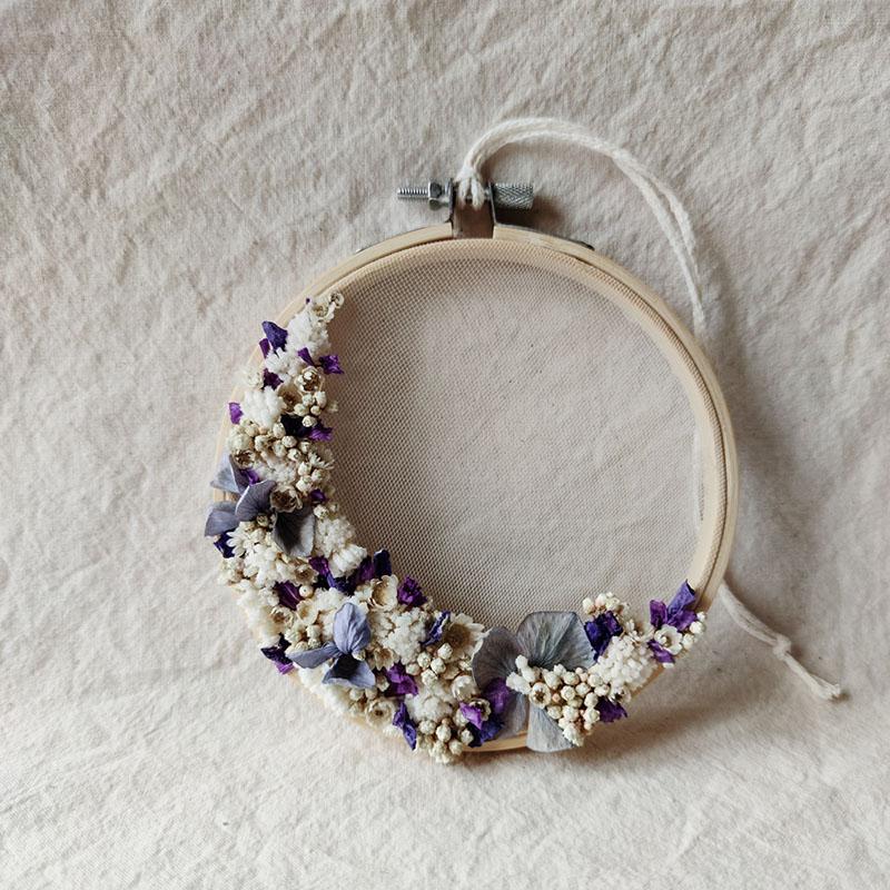 beryl-petit-tambour-fleuri-demie-couronne-fleurs-sechees-bleu-violet